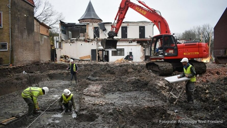 Resten van koetshuis en paardenstallen gevonden bij opgravingen Schagen