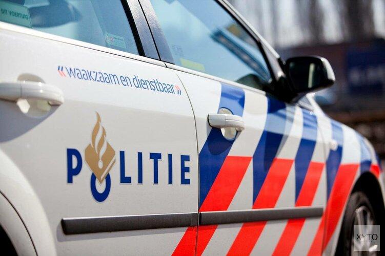 Politieauto rijdt sloot in bij Schagen