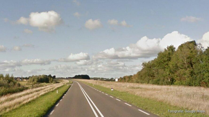 Gevaarlijk: vier jongens fietsen illegaal over N-weg bij Dirkshorn