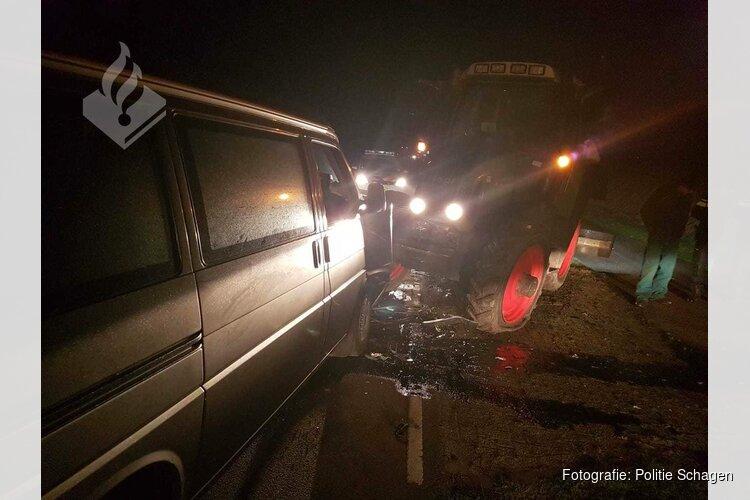 Frontale aanrijding tussen bestelbus en tractor op N502
