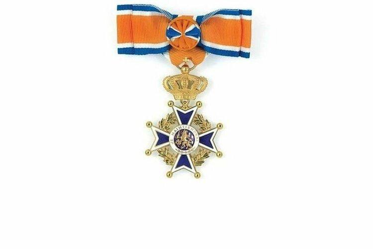 Brandweermannen van Hollands Kroon onderscheiden met een lintje