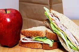 Lunch bewoners en organisaties op Sint Maartenshof
