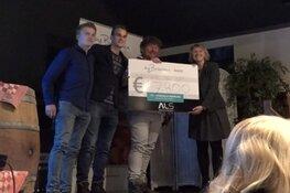 Eerste kistje Noord-Hollandse asperges levert 17.800 euro op voor stichting ALS