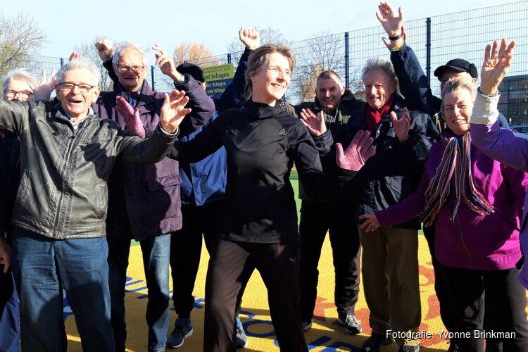 """Ouderengymdocent Yvonne Brinkman: """"Mijn deelnemers vertellen thuis trots dat ze rugby hebben gespeeld!"""""""