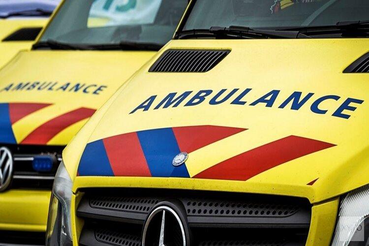 Auto te water in Winkel: bestuurder gewond