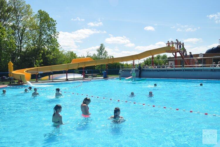 Nieuwe waterglijbaan voor zwembad Waarland