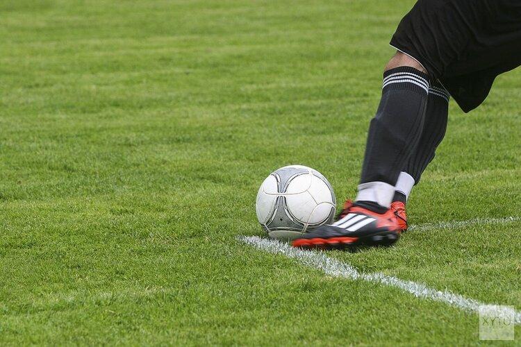 Dirkshorn wint bij VV Schagen, Geel Zwart'30 met tien man langs De Koog