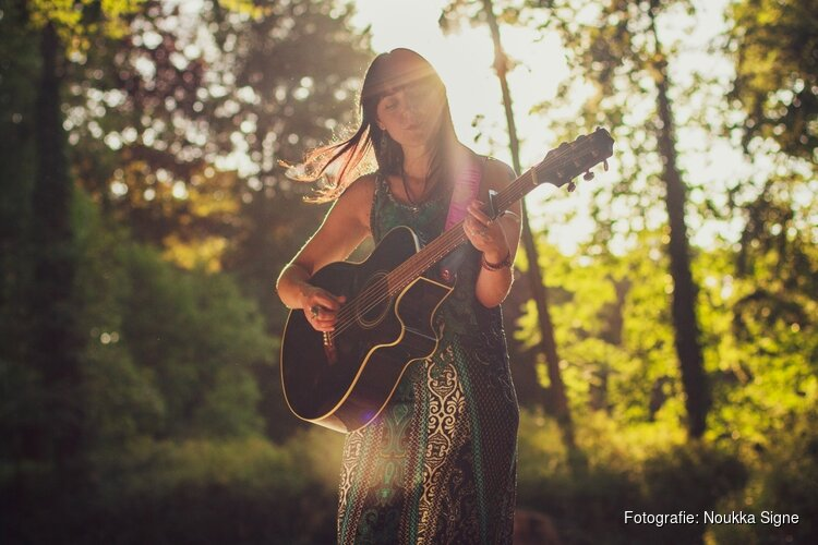 Fatima Haring presenteert debuut-EP in het Scagon Theater