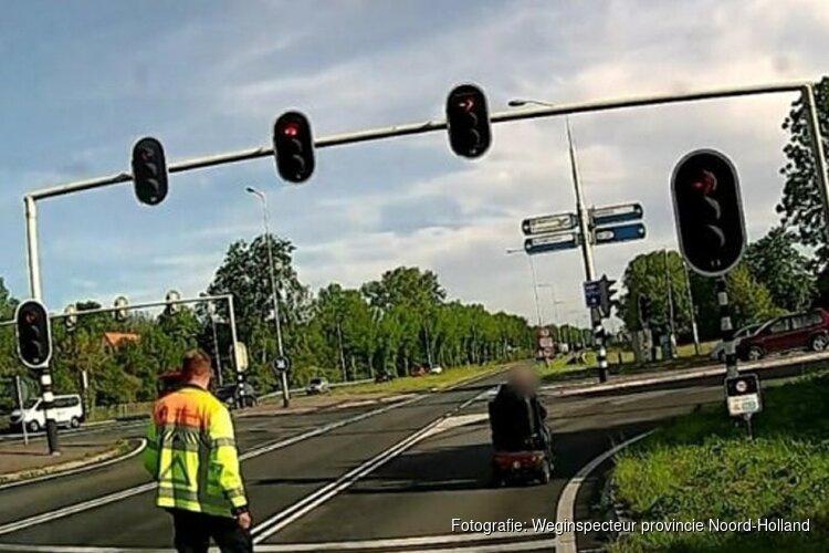 Man met scootmobiel drie keer achter elkaar van provinciale weg geplukt