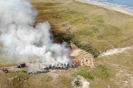 Hooibalen vatten vlam in de duinen van Callantsoog