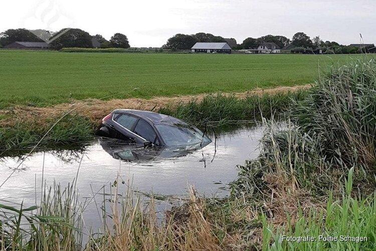 Auto te water in 't Zand