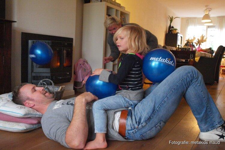Rally door Noord-Holland helpt chronisch zieke Maud (7) aan dolfijntherapie