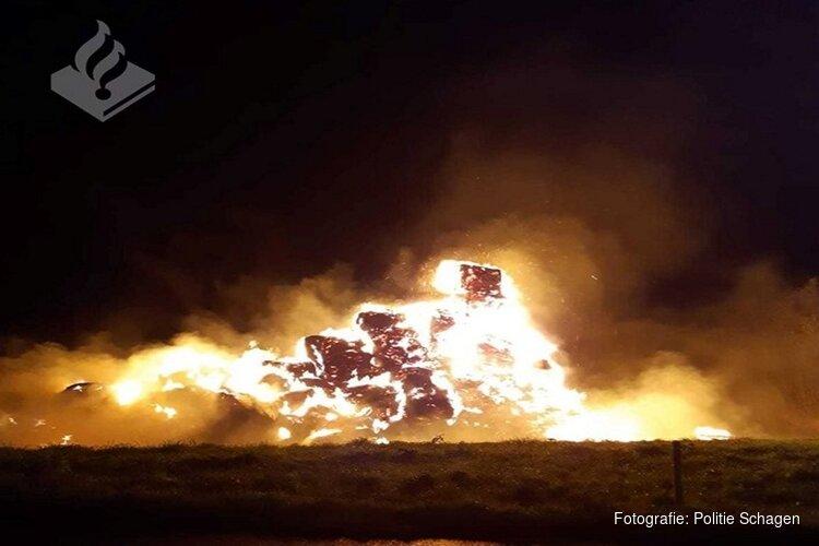 Hooibalen in brand in 't Zand