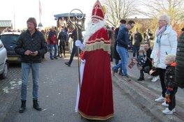 Grote belangstelling en warm onthaal van Sint en zijn Pieten in Zijdewind.