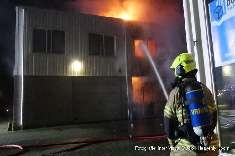 Bewoners komen met schrik vrij: 'Brand in loods is aangestoken'