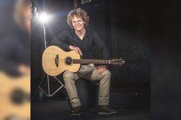 Dick Raat zingt Boudewijn de Groot hits in het Scagon Theater