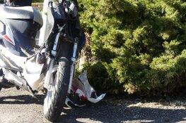 Scooter tegen auto in Schagen