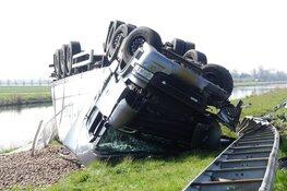 Vrachtwagen met aardappels gecrasht langs N9