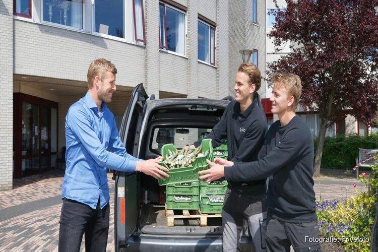 Aspergetelers Warmenhuizen schenken deel van oogst aan zorgpersoneel Schagen