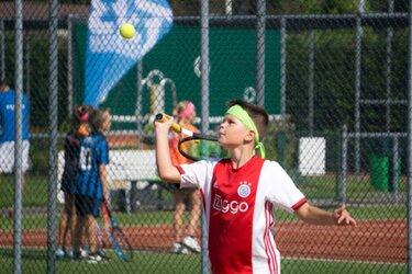 Veilig tennissen en genieten tijdens de Baars Trainingsweek