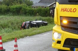 Auto in de sloot in Sint Maarten