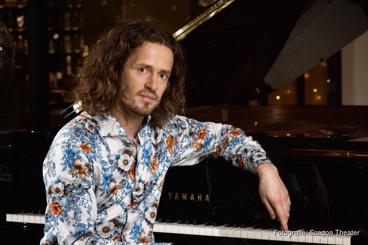 "Zanger Pianist ROON STAAL (,,Amazing tenor vocal performance"") in het Scagon Theater"