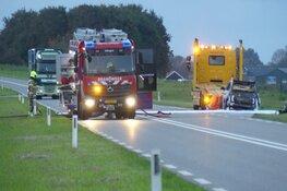 Auto in brand bij Dirkshorn, N245 in beide richtingen afgesloten