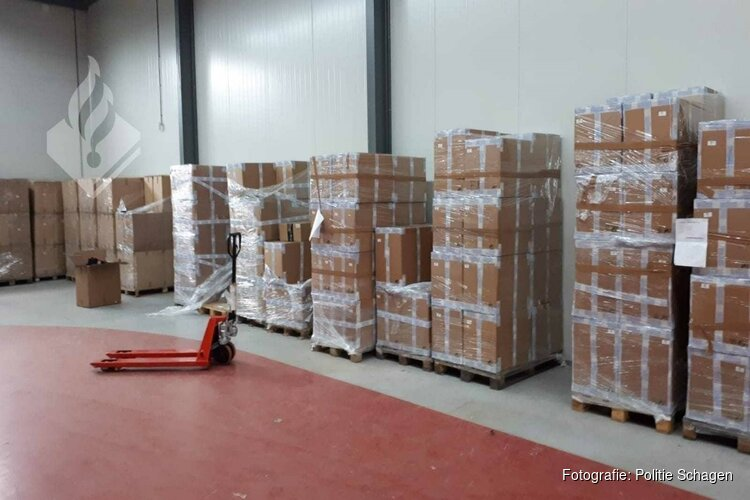 Politie en deurwaarder vinden 40.000 boxershorts