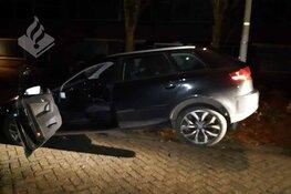Onder invloed tegen een paal: rijbewijs kwijt
