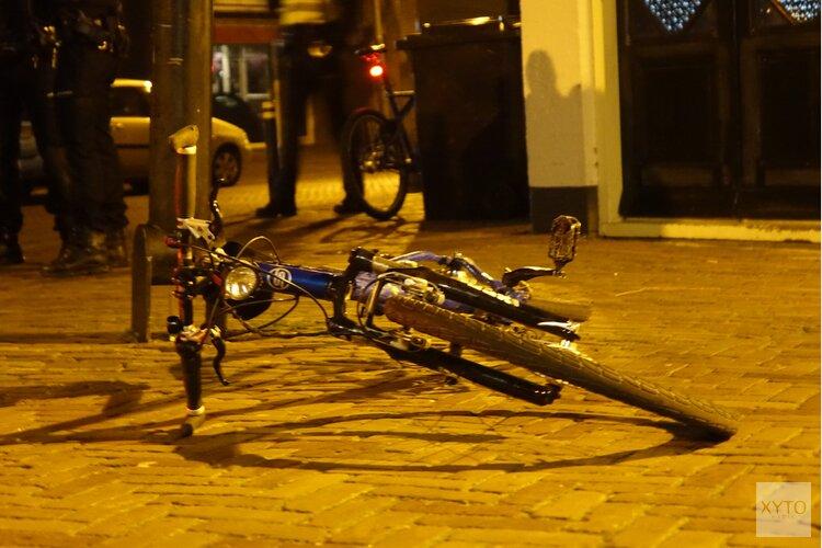Politiefietser en scooter in botsing