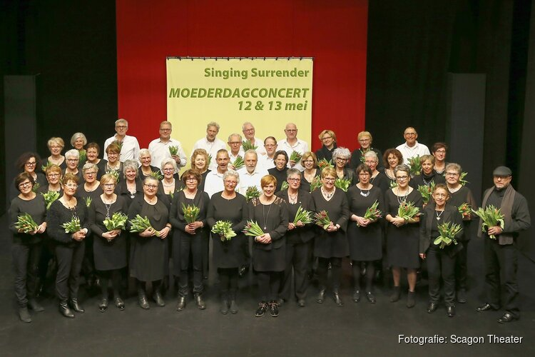 Singing Surrender presenteert zich in het 'moederdag-weekend'