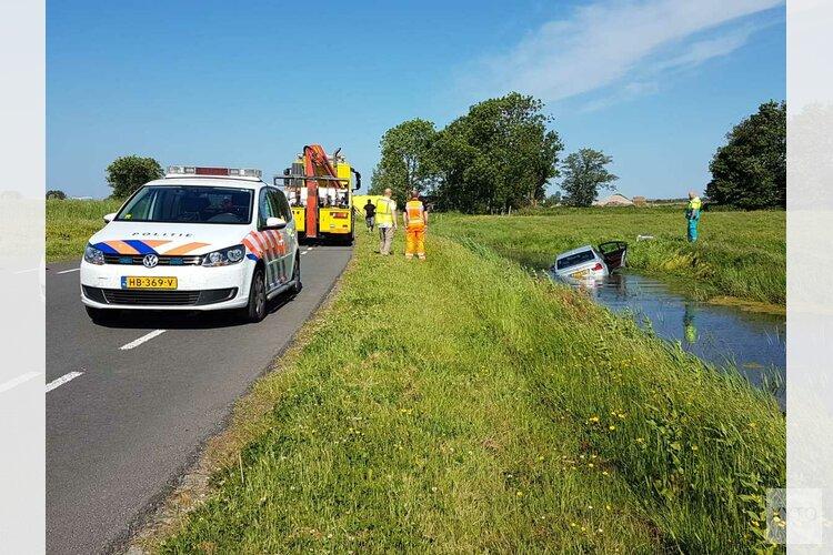 Auto raakt te water in Schagerbrug