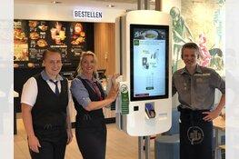 McDonald's restaurant Den Helder McDrive start met persoonlijke bediening aan tafel