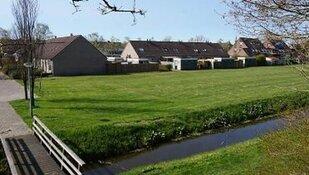 Eerste paal voor acht starterswoningen in Dirkshorn