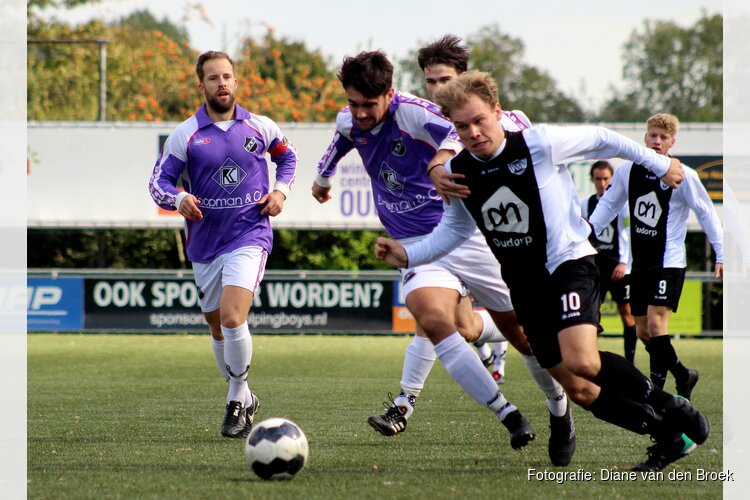 Hollandia T pakt punt, Winkel begint seizoen met nederlaag