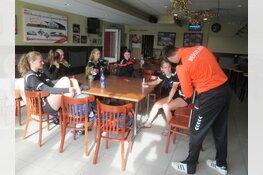 Nederlands Beach Handballteam U18 gaan voor Olympisch goud