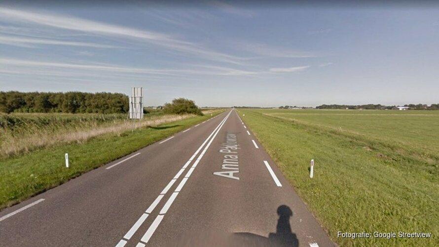 Levensgevaarlijk: fietser ligt laveloos midden op N249