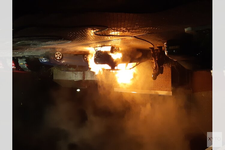 Auto door brand verwoest in 't Veld