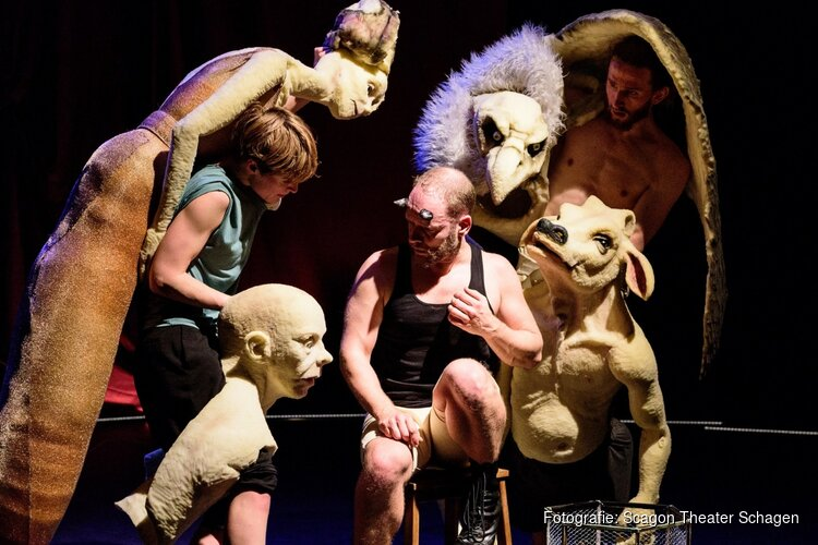 Jeugdvoorstelling 'Monsters' door DudaPaiva Company  in het Scagon Theater