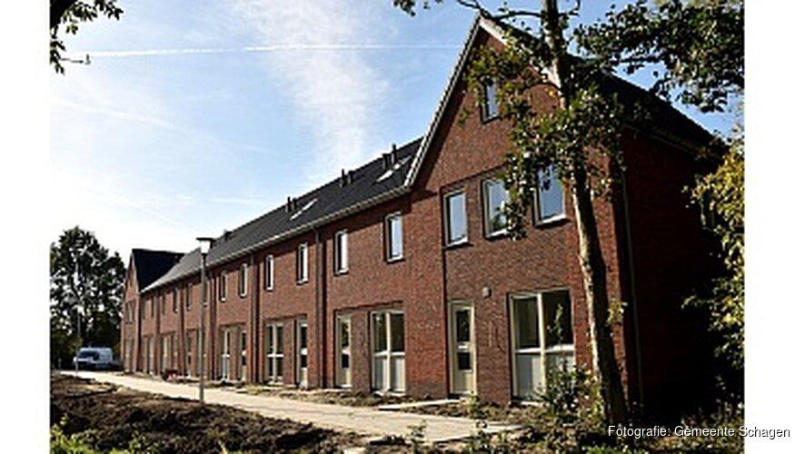 Acht woningen opgeleverd in Waarland